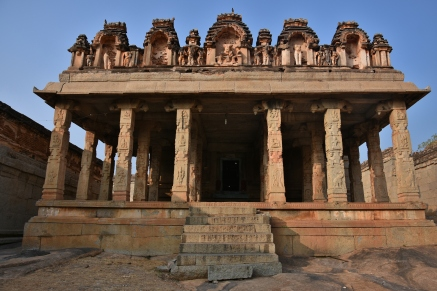 Architecture style and Pillar works of the mandapa in front of the Devi shrine near Raghunathaswamy temple - Front view