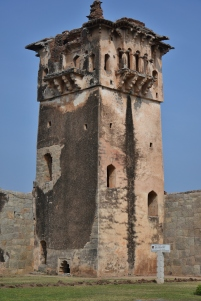 Watchtower at the northern entrance of Zanana enclosure.