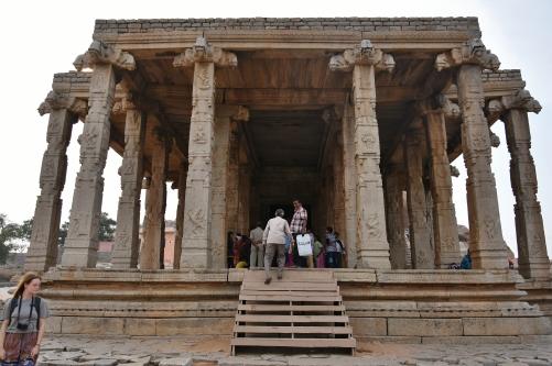 Kadale kalu Ganesha - Dated to 15th century and constructed by a Kadalekalu Merchant.