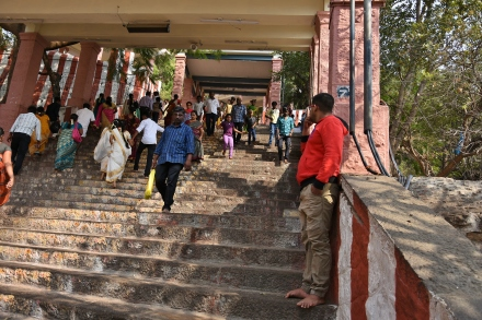 There are about 693 steps to reach the top of Palani Temple.