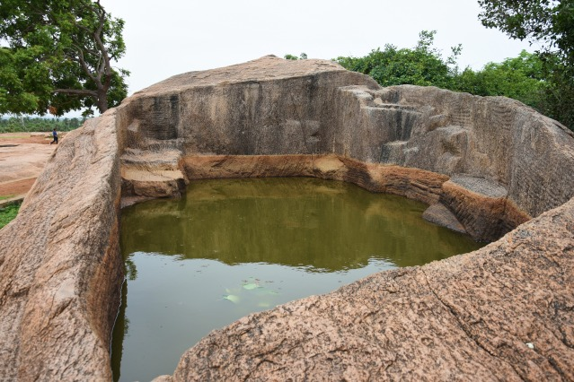 DSC_9491 - Draupadi's bath on the top of Mamallapuram hill, east of Krishna's butterball.
