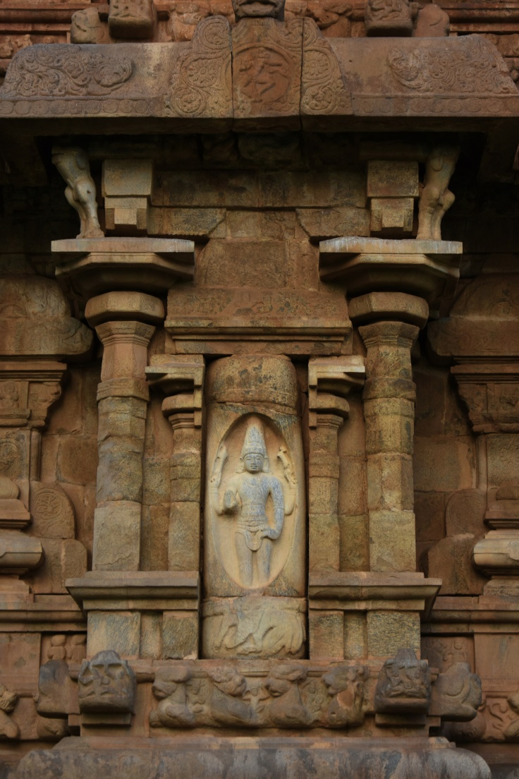 DSC_0021 - Lingodhbhava Shiva - West side ,on 1st layer.