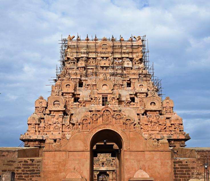 DSC_0122 - 17 th CE plain Maratha entrance and 11th CE Keralanthagan gopura.