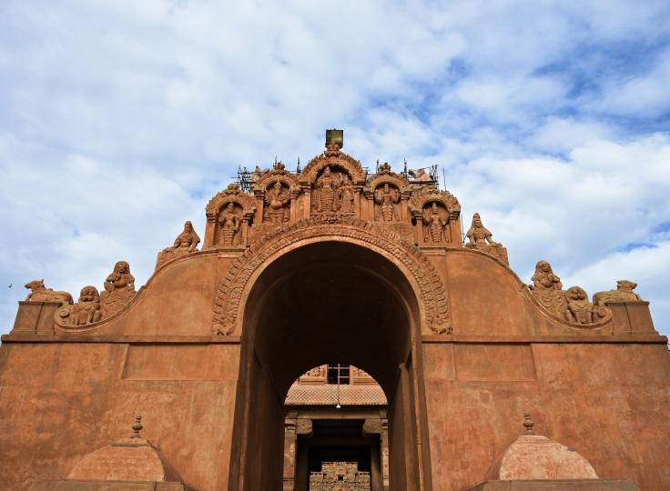 DSC_0132 - Maratha entrance on east - Stucco reliefs of Brahma and Vishnu as last.