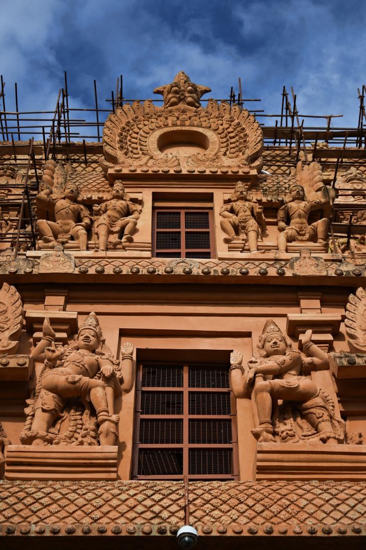 DSC_0142 - Stream of Dvarapalas on the double storeyed Vimana of Keralanthagan gopura.
