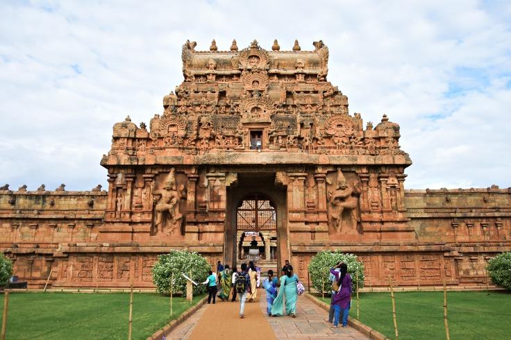 DSC_0157 - Rajarajan Gopura, East face - Stories like Tripurantaka,Kamantaka,Kala samharam,Murugan-Valli etc are displayed.