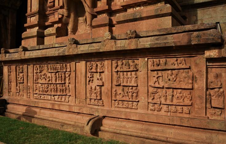 DSC_0186 - North part - miniature sculptures of Lingodhbhava,Kalyanasundara,Karthikeya with consorts,Kiratharjuniya etc.