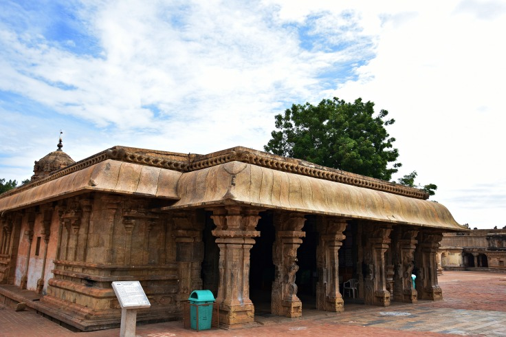 DSC_0330 - South facing Brihanayaki or Ulagamuludaiya Nacchiyar temple - North of main temple complex.