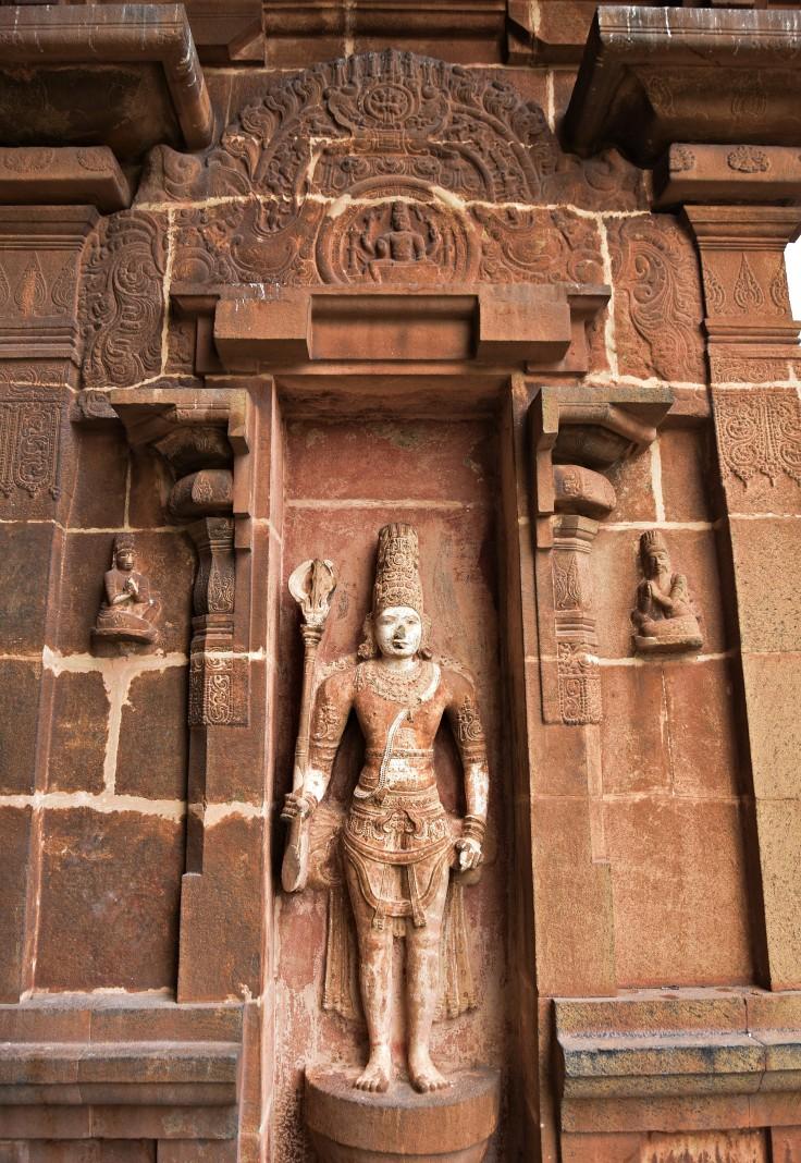 DSC_0338 - Pashupata murti displayed on the North entrance (W wall) to Ardhamandapa of main sanctum - Brihadeeswara.