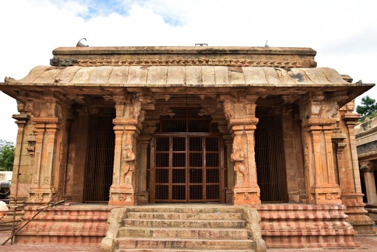 DSC_0378 - Mukha mandapa of Karthikeya shrine on the NW corner of Brihadeeswara temple complex.