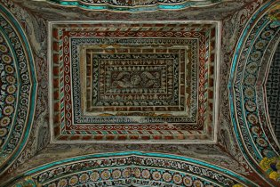 DSC_0415 - Traditional Thanjavur style of painting on wood - Ceiling works of Durbar hall of Thanjavur Maratta Palace.