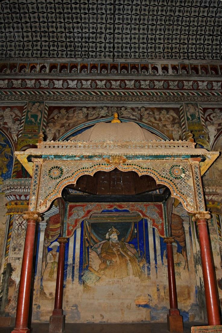 DSC_0422 - King's mandapa of Maratta Durbar hall and a painting inside showing Maharaja Serfoji I.