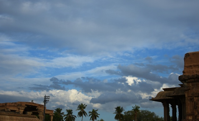 DSC_0496 - Cloudy blue skies with hiding Sun rays seen from North side of Brihadeeswara temple, Thanjavur.