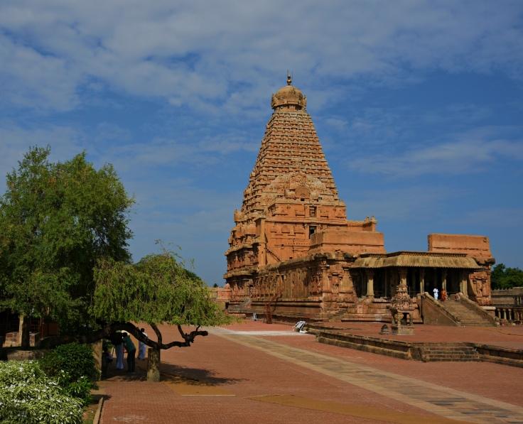 DSC_0711 - View of E facing Dakshinameru Brihadheeswara and Clear blue sky in backdrop.(SE corner)
