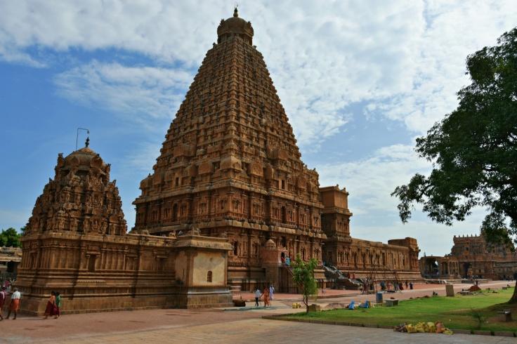 DSC_0734 - Full view of the South side of Brihadheeswara - from Ganesha shrine to Rajaraja gopuram.(Morning)