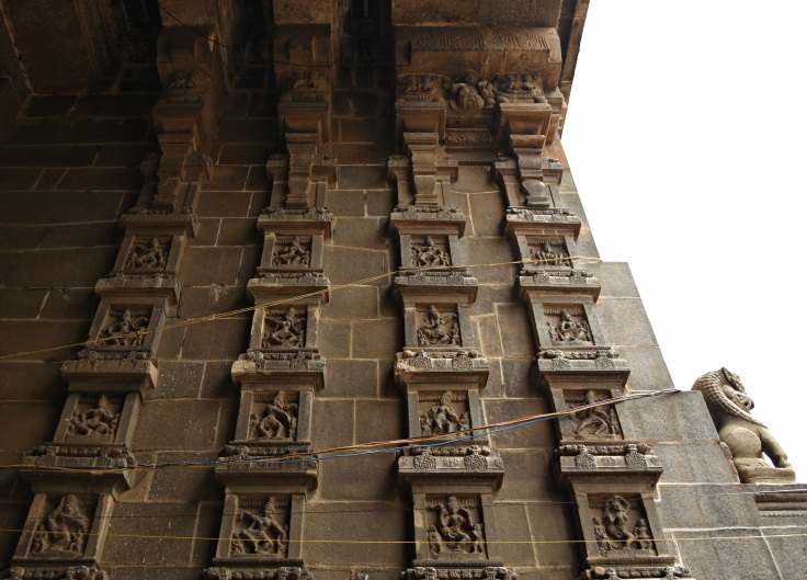 DSC_9701 - 108 Karanas of Bharatamuni's Natyashastra displayed on the inner side of Eastern gopuram.