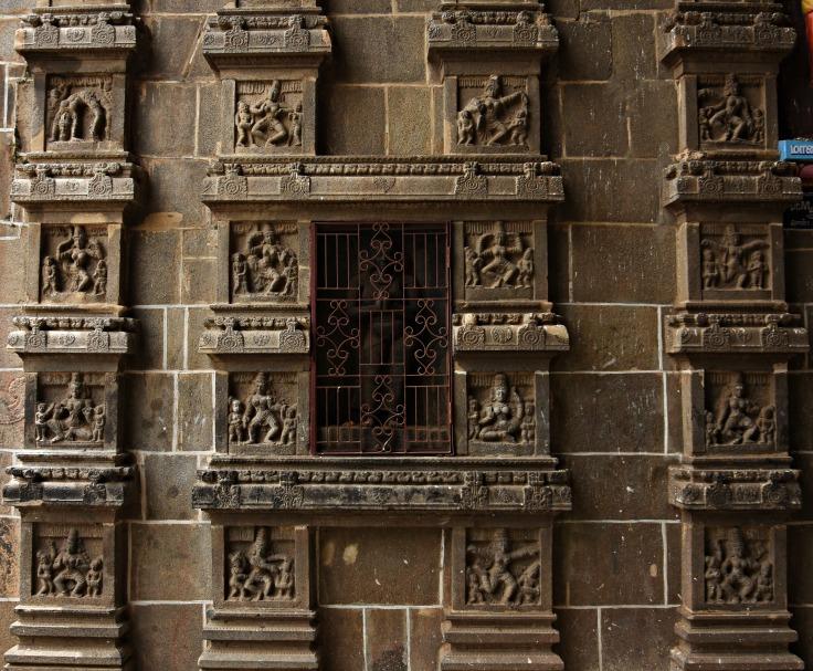 DSC_9704 - 108 Karanas of Bharatamuni's Natyashastra displayed on the inner side of Eastern gopuram.