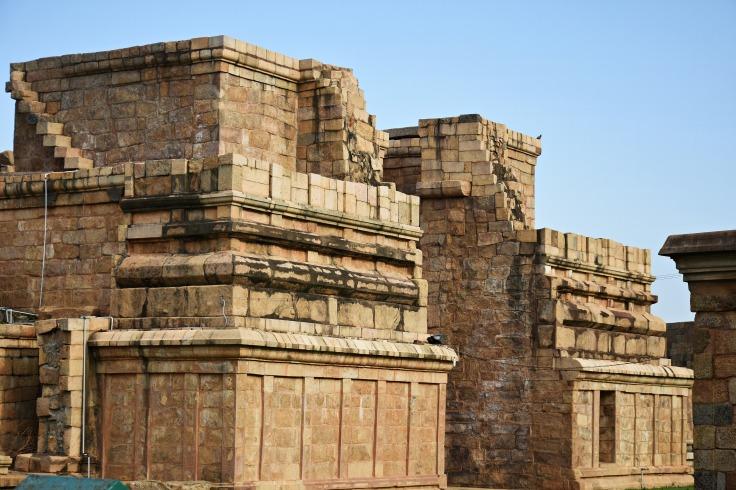 DSC_9882 - Unfinished or ruined Gateway to Brihadisvara temple, Gangaikondam.