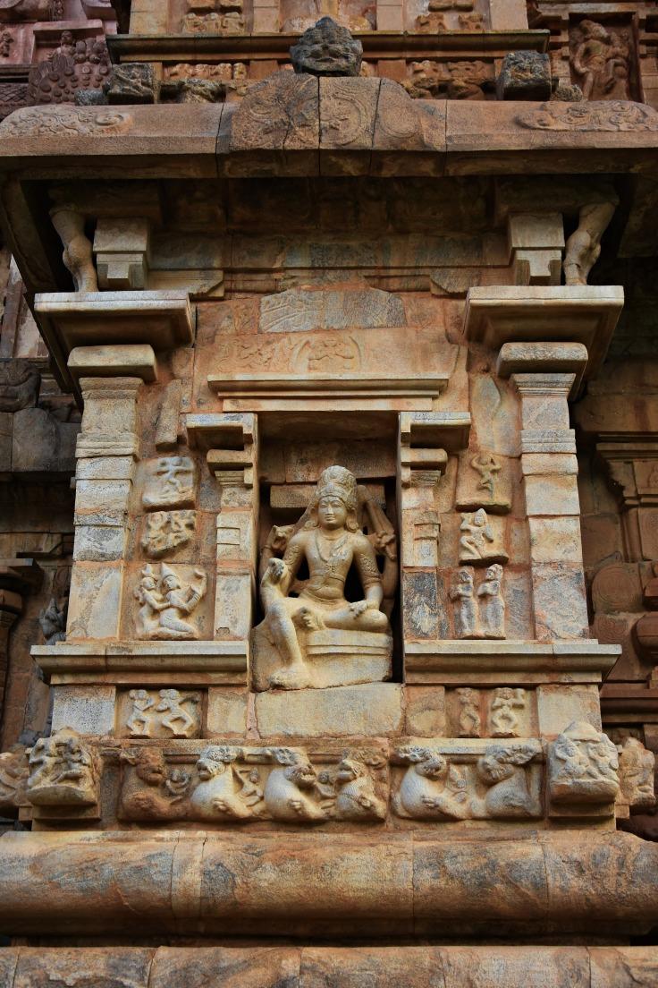 DSC_9930 - Sitting image of Shiva on the north wall of main sanctum - Kamantaka.