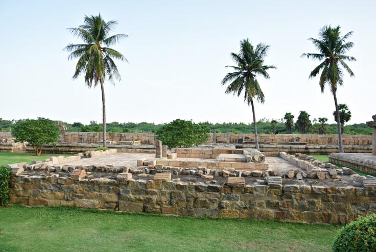 DSC_9987 - Ruins of a subsidiary shrine opposite to south entrance - Nataraja Mandapa.