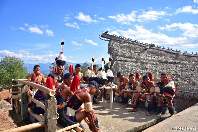 DSC_2145 Khiamniungan tribal men relaxing in the lunch session.