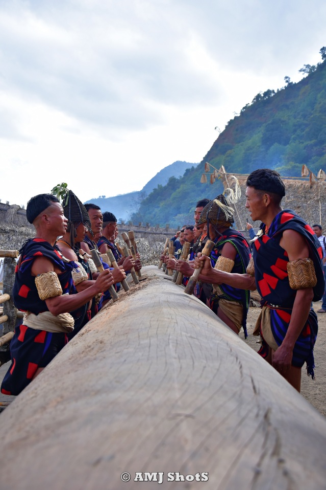 DSC_2621 Khiamniungan tribe playing their log drum.
